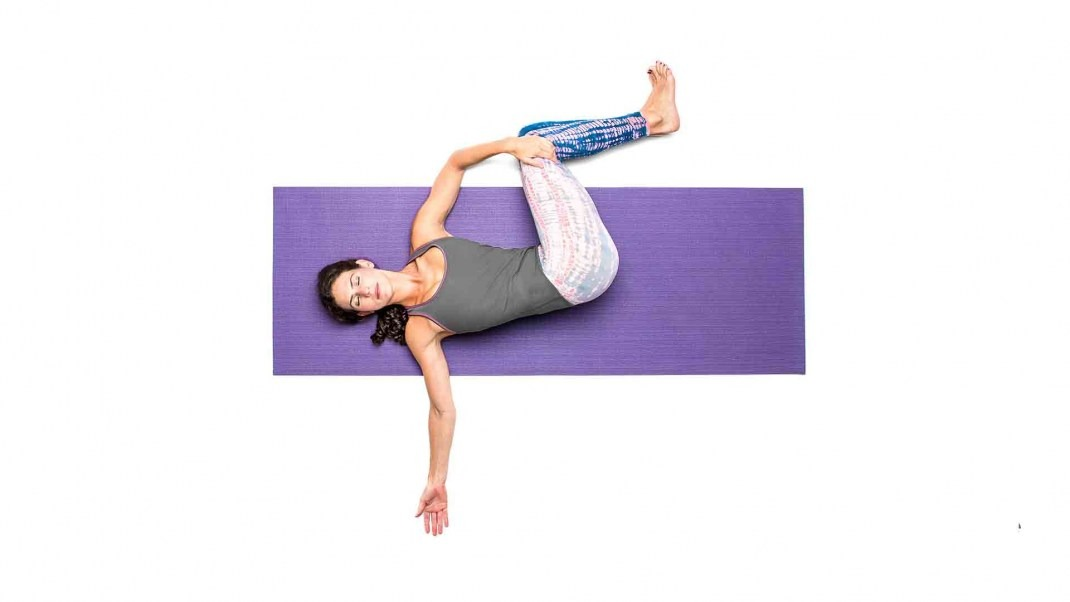 Two Knee Spinal Twist Pose Yoga: Jathara Parivartanasana