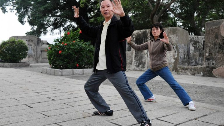 article-migration-image-4553-the-healing-power-of-tai-chi-and-bone-tapping.jpg