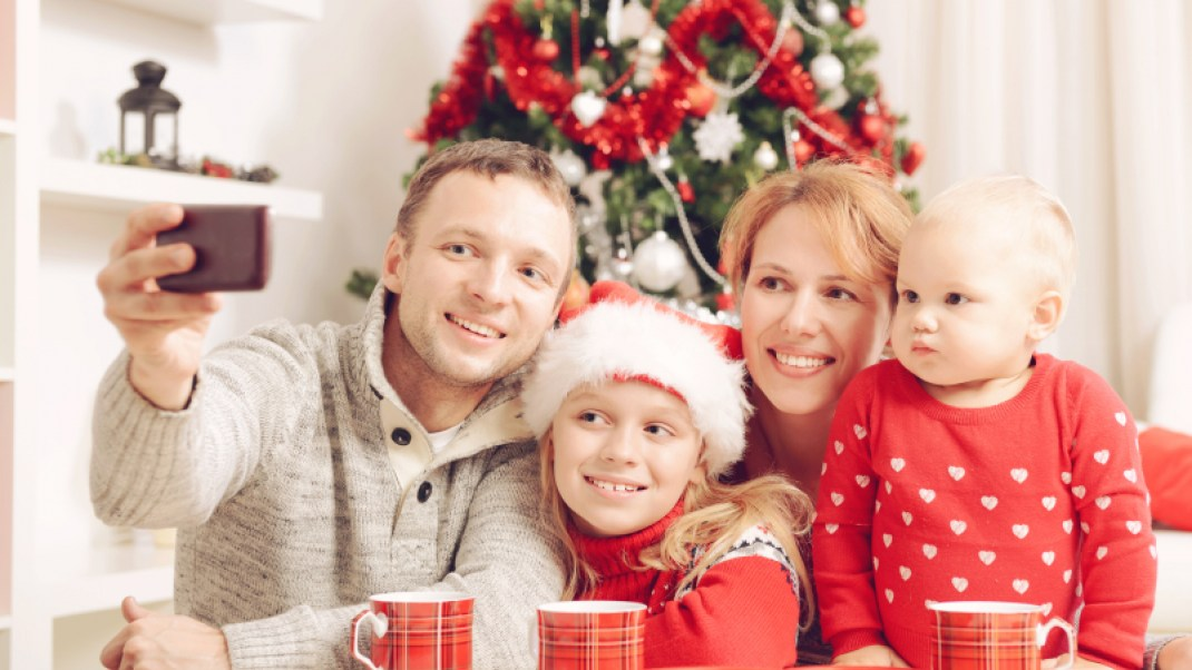 5 Ways Technology Can Actually Help You Spend More Time with Your Family During the Holidays
