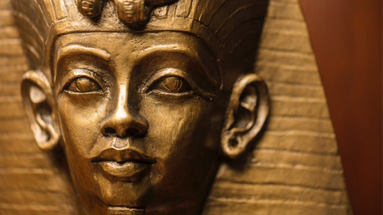 closeup-shot-of-the-egyptian-king-tutankhamuns-bust-made-out-of-a-picture-id648515878