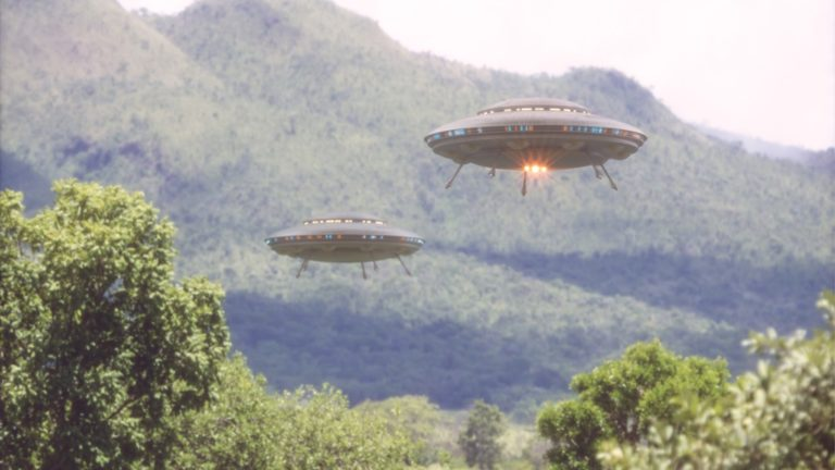 unidentified-flying-objects-ufo-picture-id1086403094